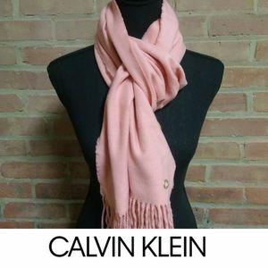Calvin Klein   NWT Soft Tassel Scarf